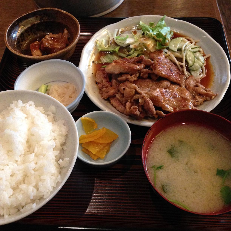 新宿 ランチ 西