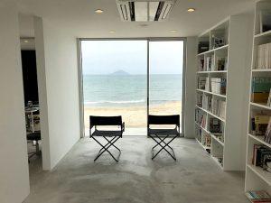 待合室から見る海